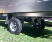 2000 x 1100 x 320 mm-es, alsókerekes, 350 kg-os, kis autó utánfutó